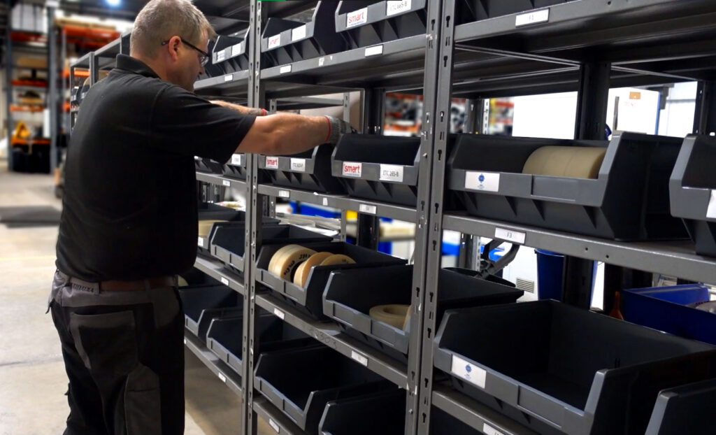Tooling stores for aluminium profile bending